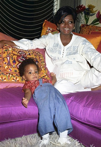 Diana Ross (pregnant with daughter Tracee) & her first daughter, Rhonda
