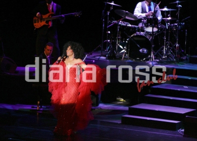 Diana Ross on stage in 2007