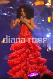 Diana Ross paying tribute to Stevie Wonder in 2004